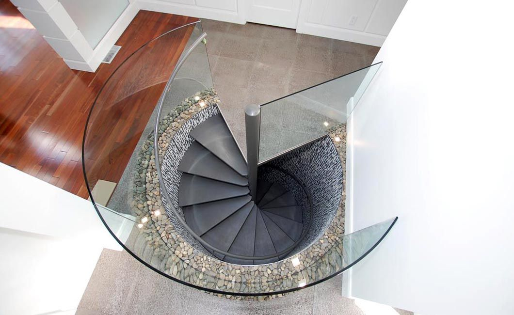 Glass staircase banister